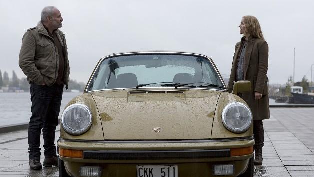 Датчанин Мартин Роде (Ким Бодния) и шведка Сага Норьен (София Хелин), уже один раз поймавшие датско-шведского преступника. ФОТО: NIMBUS FILM / NRK